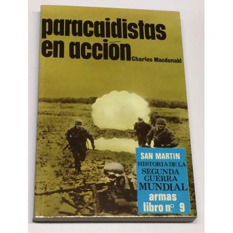 Paracaidistas en acción.